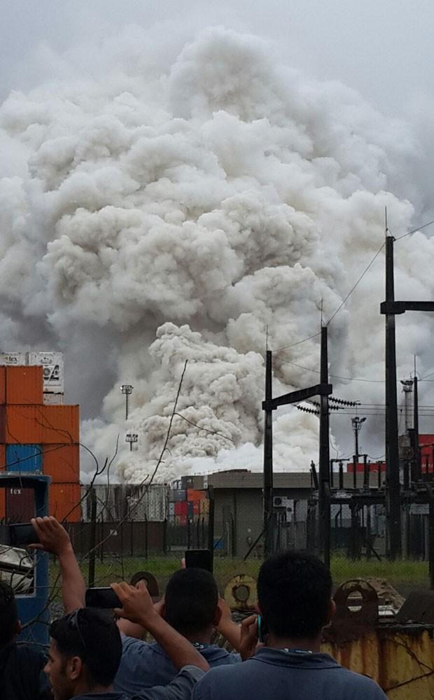 Coluna de fumaça é vista de vários locais após vazamento de gás (Foto: Divulgação/Polícia Militar)