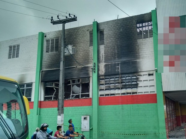 Incêndio foi registrado na madrugada desta quarta-feira em Esperança (Foto: Carlos Alberto Pessoa / Arquivo Pessoal)