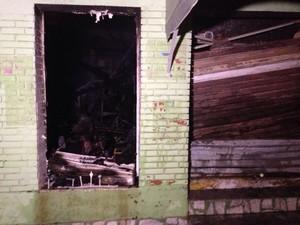 Danos causados a loja de Guaíba em função do incêndio (Foto: Josmar Leite/RBS TV)