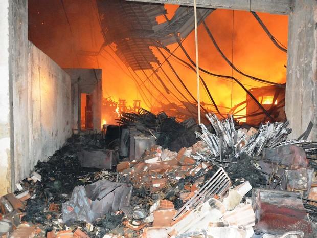 Almoxarifado da Prefeitura de Itaboraí foi destruído em incêndio (Foto: Divulgação/Prefeitura de Itaboraí)