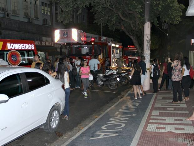 Incêndio aconteceu na noite de quarta-feira (17) e assustou estudantes na Uninorte (Foto: Gabriel Machado/G1AM)