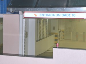 Fumaça atingiu a unidade 10 da faculdade. (Foto: Gabriel Machado/G1AM)