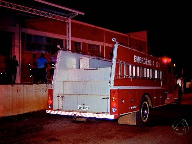 Incêndio queimou merenda e remédio em almoxarifado da Prefeitura de Tangará da Serra (Foto: Reprodução/TVCA)