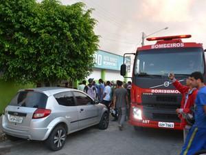 Funcionários  foram levados pelo Samu a hospital (Foto: Blog do Anderson)