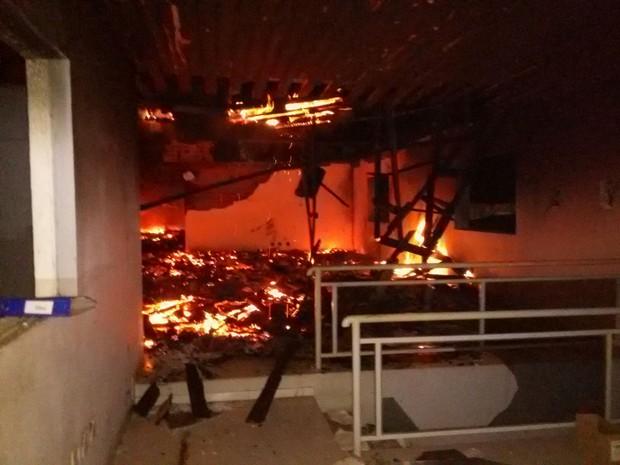 Escritórios da fábrica foram destruídos em Bom Princípio (Foto: Bombeiros Voluntários / Divulgação )