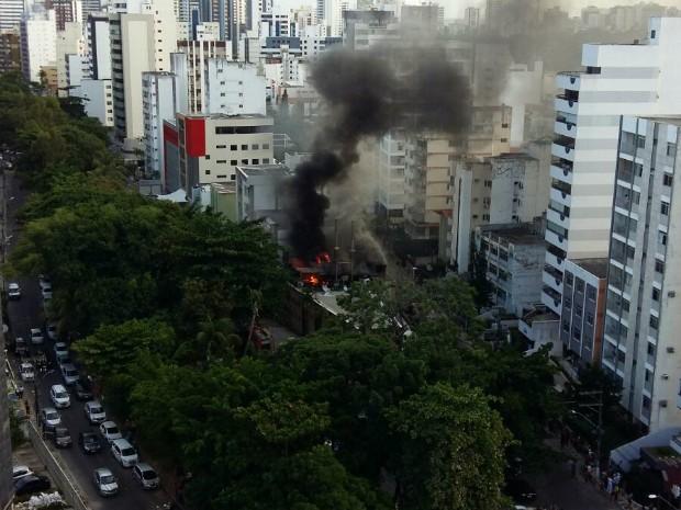 Incêndio começou pouco antes das 16h (Foto: Marina Bonelli/acervo pessoal)