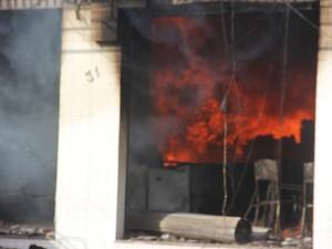 Incêndio deixou a loja destruída (Foto: Raimundo Mascarenhas/ Calila Notícias)