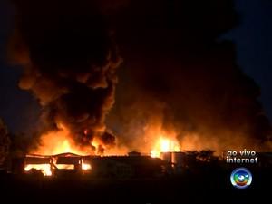 Área foi isolada e as causas do incêndio serão investigadas (Foto: Reprodução / TV TEM)