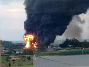 Incêndio em fábrica de Boituva nesta quarta-feira (9) (Foto: Rodrigo Gouveia/TEM Você)