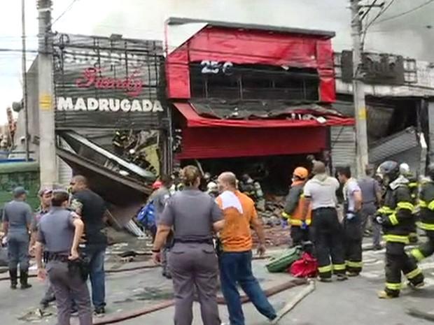 Andar superior do shopping desabou com o incêndio no Brás (Foto: GloboNews/Reprodução)