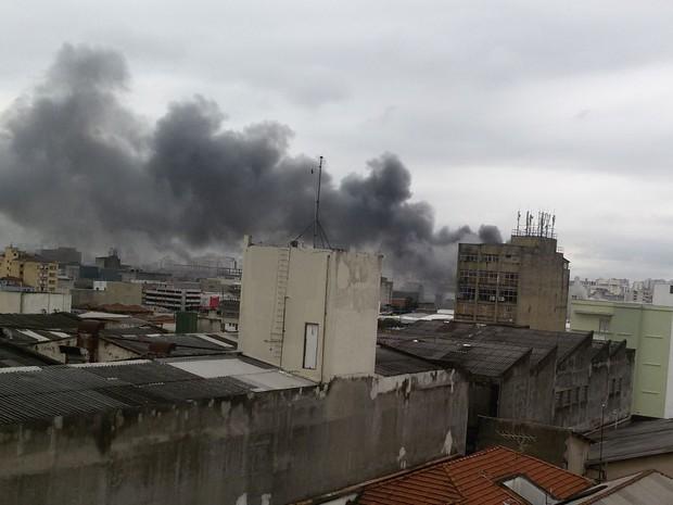 Internauta flagrou fumaça vinda do local de incêndio (Foto: Gisele Molina/VC no G1)