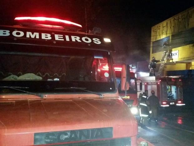 Estoque de tecido ficava no segundo andar da loja onde aconteceu o incêndio (Foto: Wilson Bisol/TV Morena)