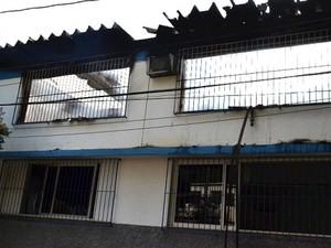 Incêndio atingiu segundo andar da empresa (Foto: Marcelo Lopes/Divulgação)