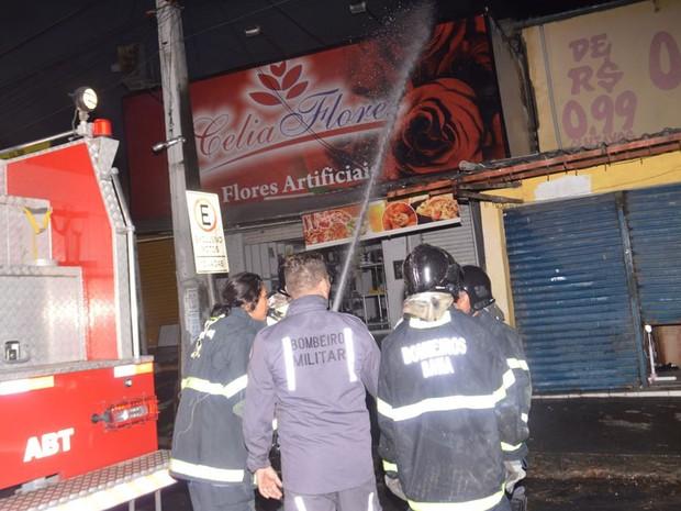 Segundo Bombeiros, perícia deve determinar causa do fogo (Foto: Ed Santos/ Acorda Cidade)
