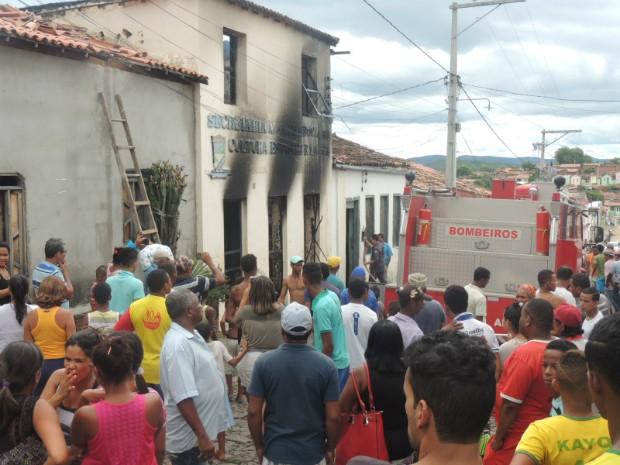 Incêndio atinge prédio onde funcuionou Secretaria de Educação de Boa Vista do Tupim (Foto: Divulgação/Prefeitura de Boa Vista do Tupim)
