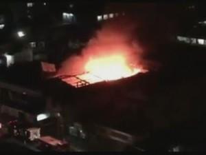Incêndio durou cerca de duas horas (Foto: Reprodução/RBS TV)