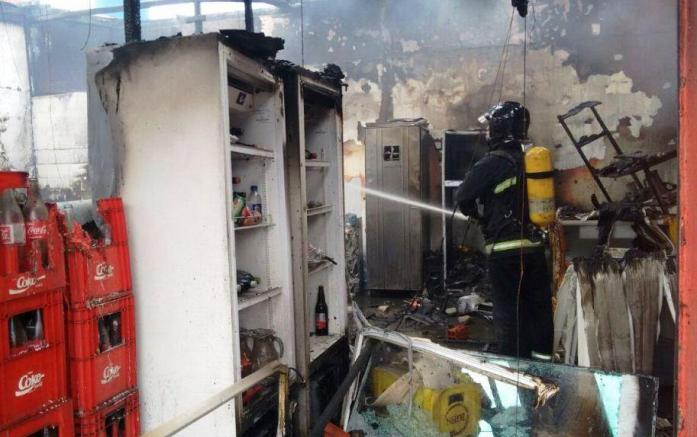 Soldado afirmou que não havia pessoas na pizzaria no momento do ocorrido. Ação de combate ao fogo durou cerca de 1h. Foto: Divulgação/Corpo de Bombeiros
