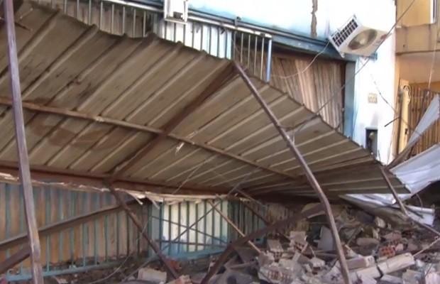 Fábrica de colchões ficou destruída por causa de incêndio, em Goiânia (Foto: Reprodução/TV Anhanguera)