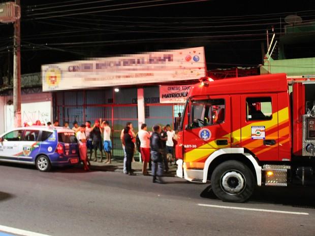 Incêndio atingiu três cômodos do imóvel, segundo Corpo de Bombeiros (Foto: Rickardo Marques/G1 AM)