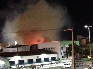 Fumaça foi vista de alguns pontos do município (Foto: Divulgação/Guarda Municipal)