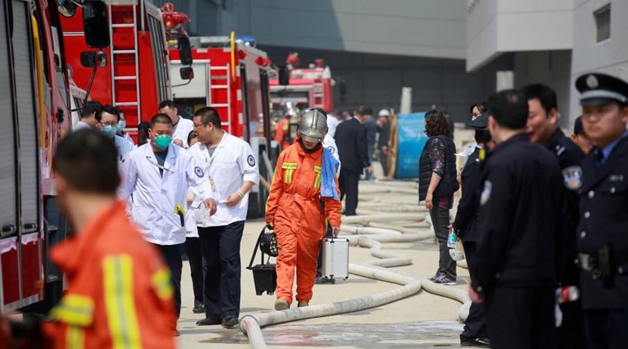 O fogo começou no aeroporto civil mais antigo dos dois que operam em Xangai (Foto Reuters)