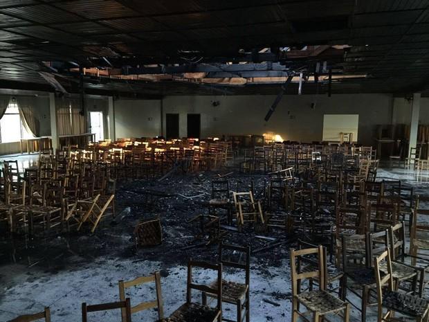 Polícia informou que 60% do forro do Centro Cultural foi destruído (Foto: Arquivo pessoal/Clayton Burgath)