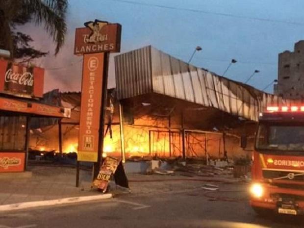 Chamas foram totalmente apagadas às 10h30min desta terça-feira Foto: Jacson Daniel Dias Alves / Arquivo Pessoal / Arquivo Pessoal