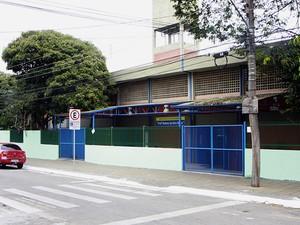 Escola onde ocorreu o princípio de incêndio (Foto: Beto Faria/PMSJC)