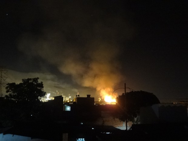 Internauta registrou incêndio de casa (Foto: Druscila Roberta Deodono/VC no G1)