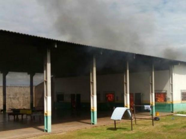 Fogo na unidade começou simultaneamente, diz diretor (Foto: Alerta Rolim/Reprodução)