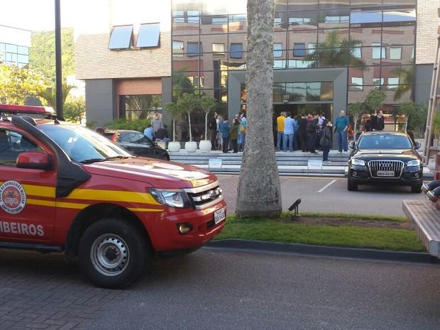 Incêndio começou em maquinário de ar-condicionado (Foto: Corpo de Bombeiros/Divulgação)