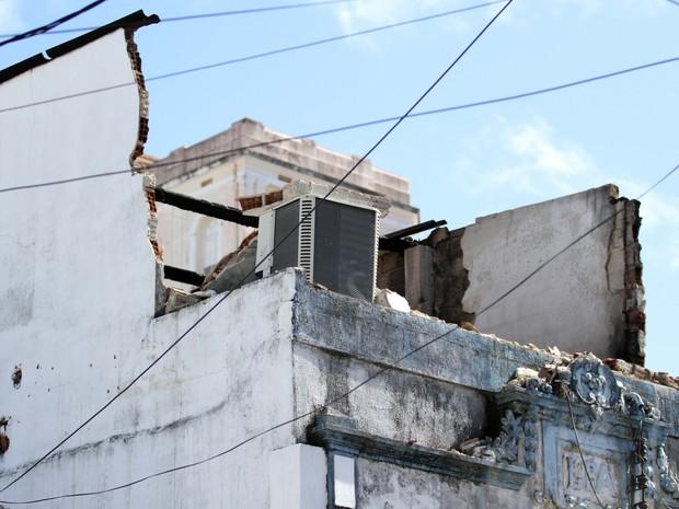 Incêndio atingiu primeiro andar de loja na Rua Gervásio Pires, no Recife (Foto: Aldo Carneiro/Pernambuco Press)