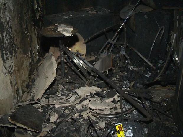 Incêndio destrói escola de música para crianças em Cariacica (Foto: Reprodução/ TV Gazeta)