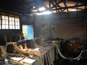 Incêndio danificou computadores novos que não haviam sido instalados ainda (Foto: Jeferson Guedes/G1)