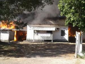 Empresa de carbono pegou fogo em Bauru (Foto: Udson Manzatto / Arquivo Pessoal)