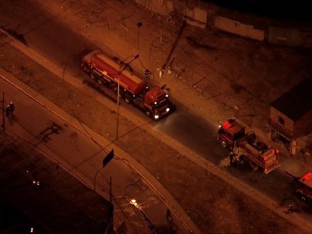 Corpo de Bombeiros combateu incêndio em Contagem, na Grande BH. (Foto: Reprodução/TV Globo)
