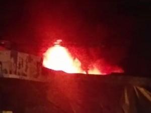 Incêndio em loja de calçados na Avenida Doutor José Rufino (Foto: Daniel dos Santos/WhatsApp)
