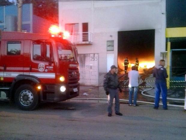 Indêncio destruiu fábrica de fraldas em Várzea Paulista (Foto: Rrogerio Cavaglieri/Arquivo pessoal)