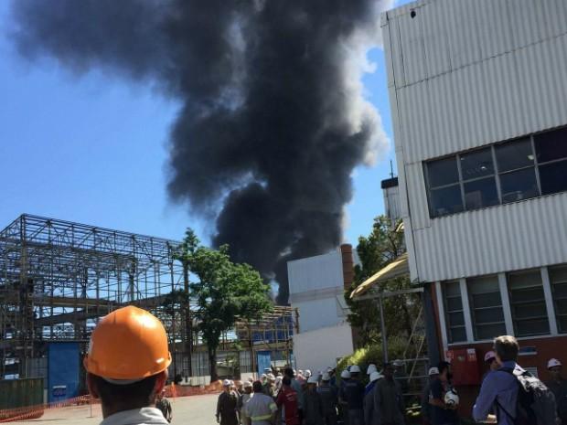 Funcionários tiveram de evacuar setores da empresa (Foto: Arquivo Pessoal)