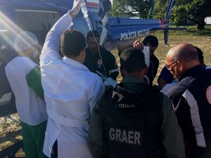 Graer e Samu transportaram uma das vítimas em um helicóptero.  (Foto: Divulgação/Graer)