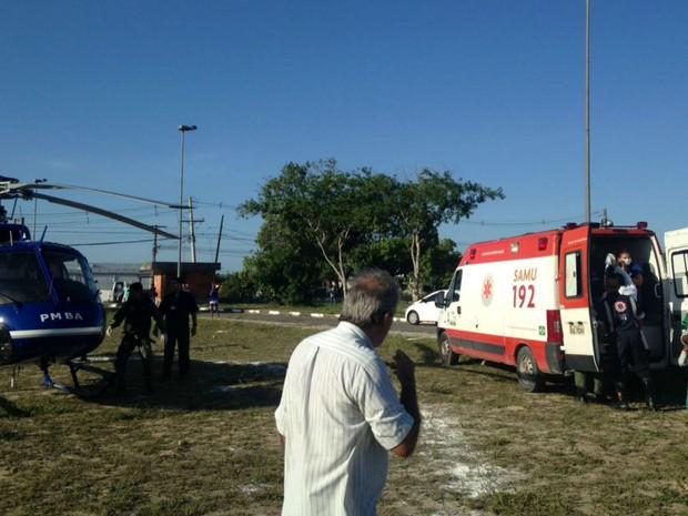 Vítima de incêndio foi transferida de helicóptero de Camaçari para Salvador (Foto: Divulgação/Graer)