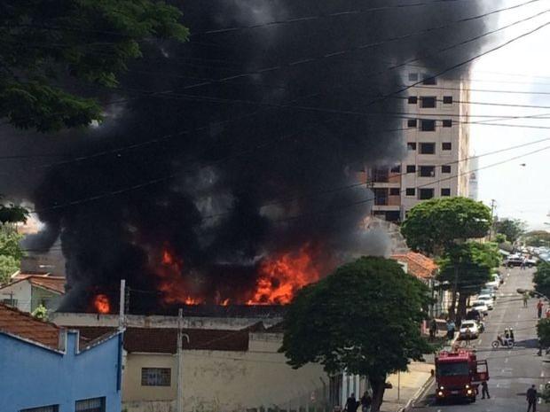 Incêndio foi no centro de Marília (Foto: Reprodução/TV TEM)