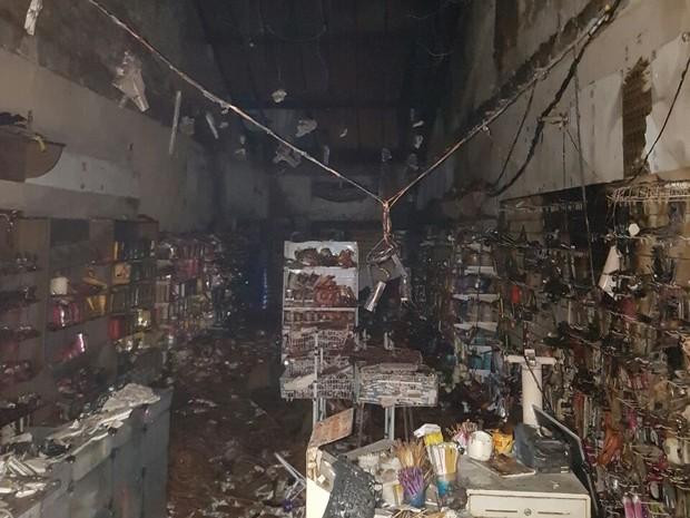 Cosméticos ficaram destruídos após incêndio em Gravatá (Foto: Divulgação/Corpo de Bombeiros)