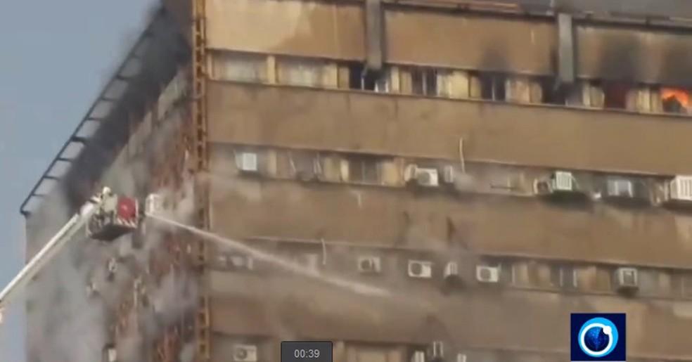 Edifício Plasco desabou após incêndio. (Foto: Reprodução/PressTV)