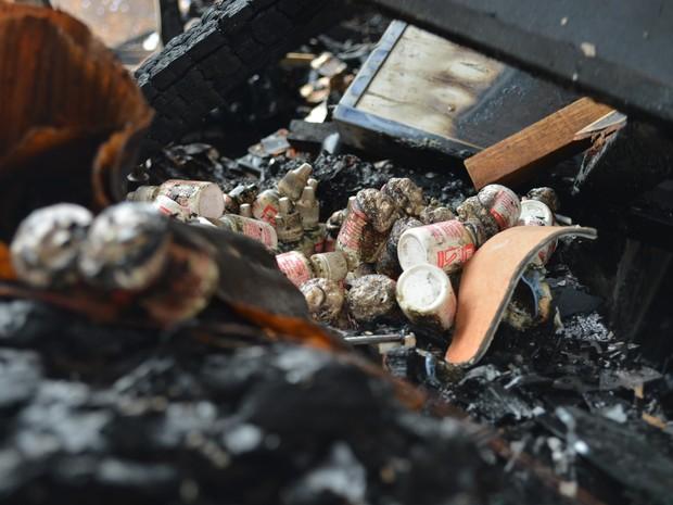 Farmácia da unidade foi destruída pelo incêndio (Foto: Hosana Morais/G1)