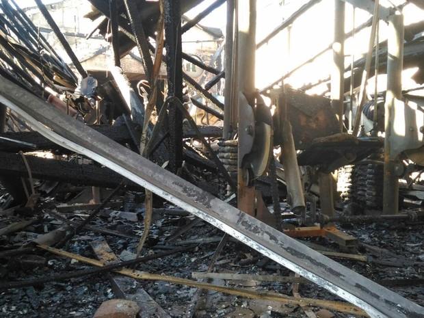 Incêndio destruiu academia no Alto do Ipiranga (Foto: Alessandro Batata/TV Diário)