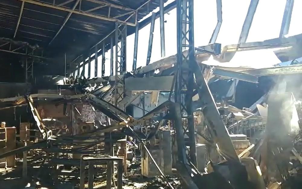 d23865bd9 Incêndio destruiu unidade de fabricação de calçados da Carmen Steffens em  Franca, SP (Foto: Reprodução/EPTV)