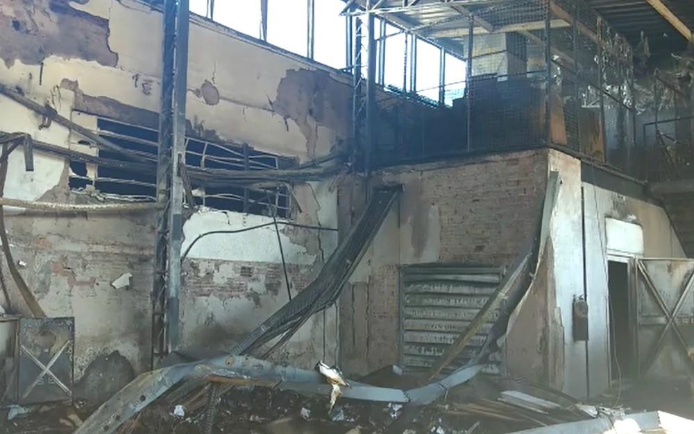 5662f62b4 ... Polícia Civil investiga as causas do incêndio que destruiu a fábrica de  calçados da Carmen Steffens em Franca (Foto: Reprodução/EPTV)