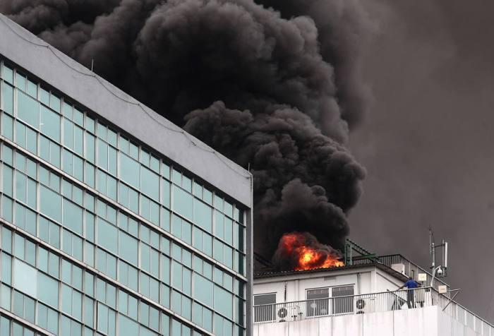 f1a3c04e5 Incêndio atinge prédio da Embratel no centro do Rio