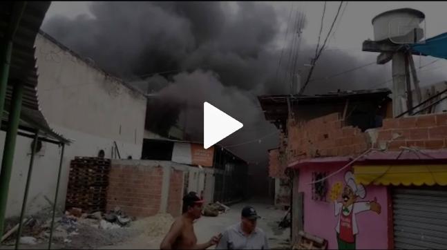 77461d9ea Incêndio atinge fábrica de tintas no Jacaré